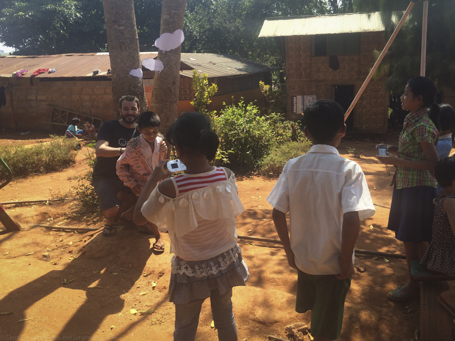 © Clara.GO - Bubble project & plastic and cartoons in km42 school - Mae Sot - Colabora Birmania