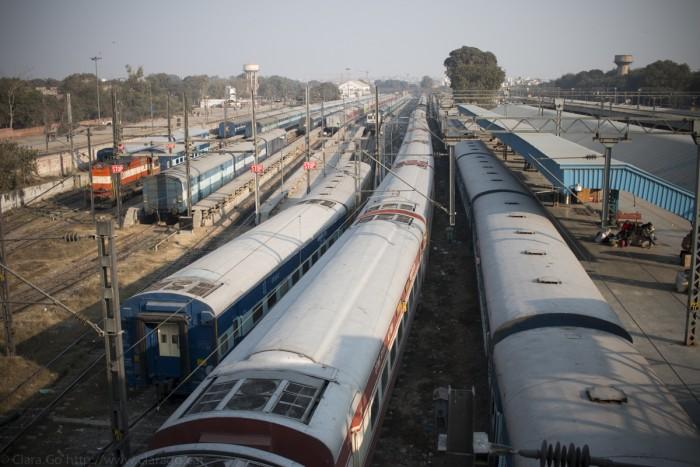 © Clara.Go-Project 52 – 5/52 – Acer – Acero – Steel – #52w16 - Train - tren - india